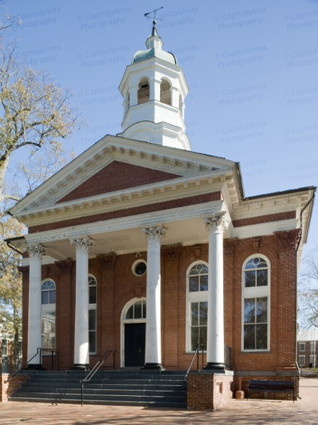 The Loudoun County Courthouse in Leesburg